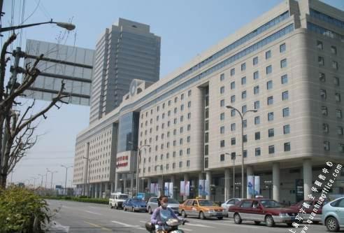 上海世贸商城是由常年展贸中心
